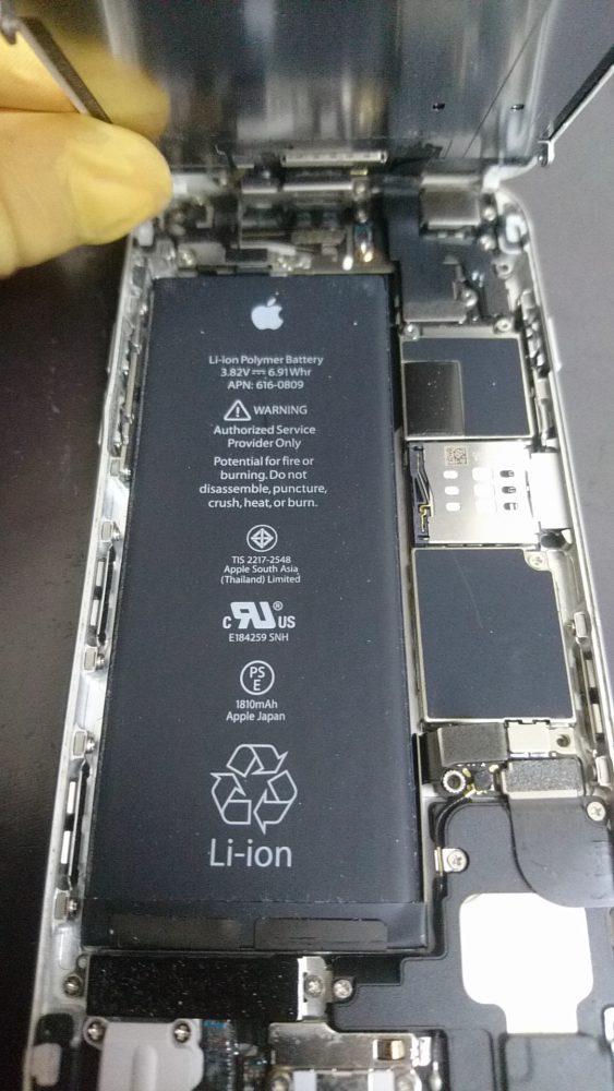 分解中のiPhone6の画像