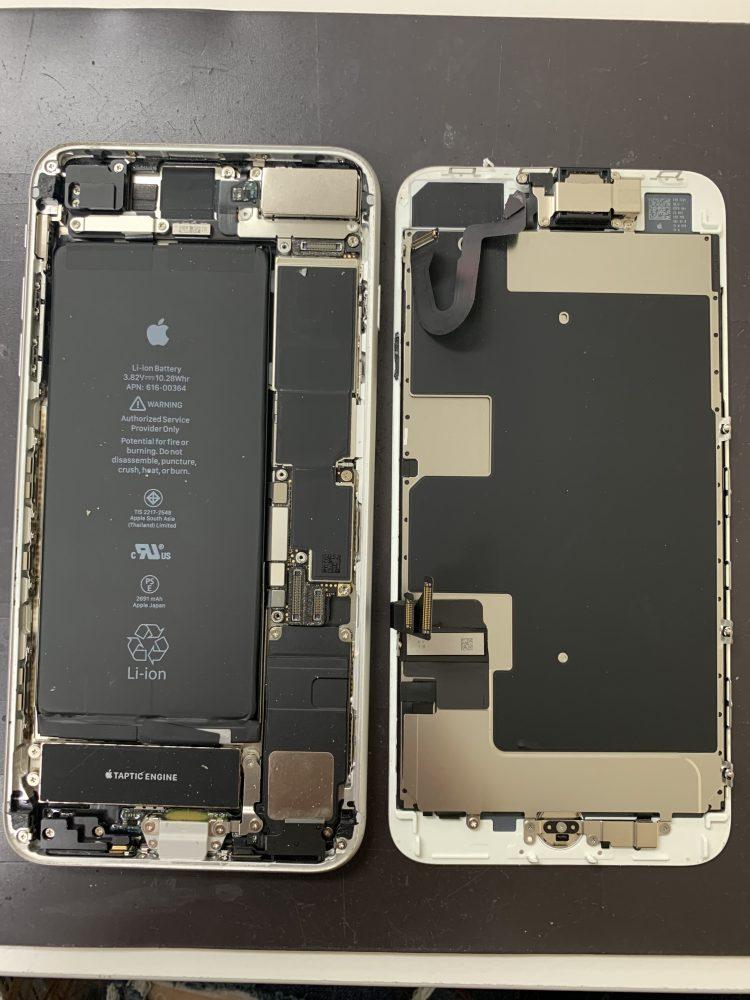 iPhone8画面修理中