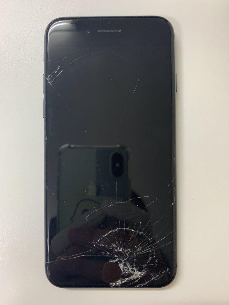 iPhone8画面修理前