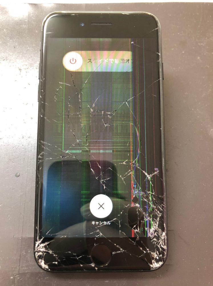 iPhone8画面割れ 修理前