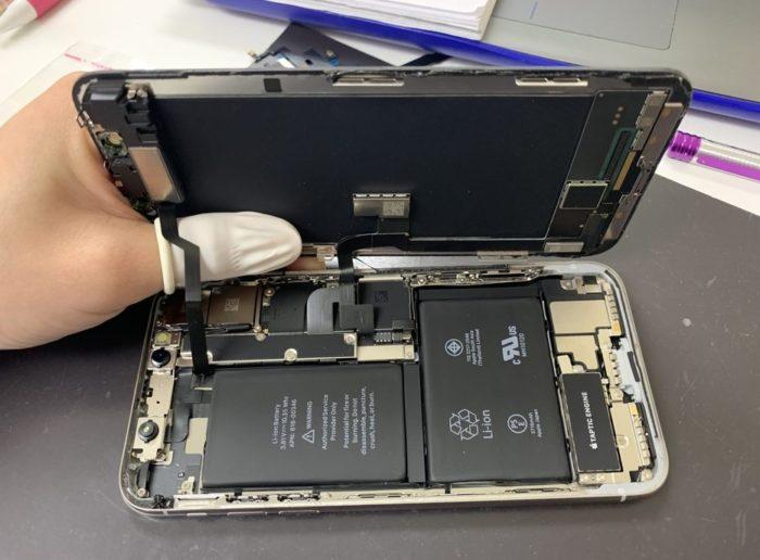 iPhoneX修理中