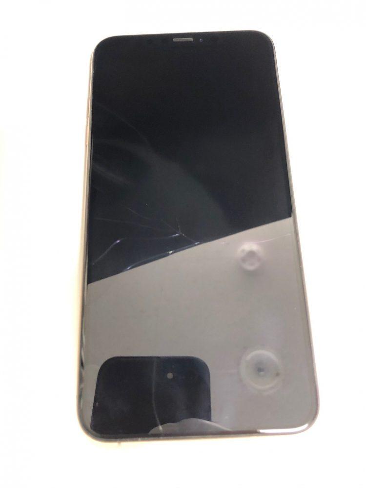 iPhoneXSMAX 画面割れ 修理前