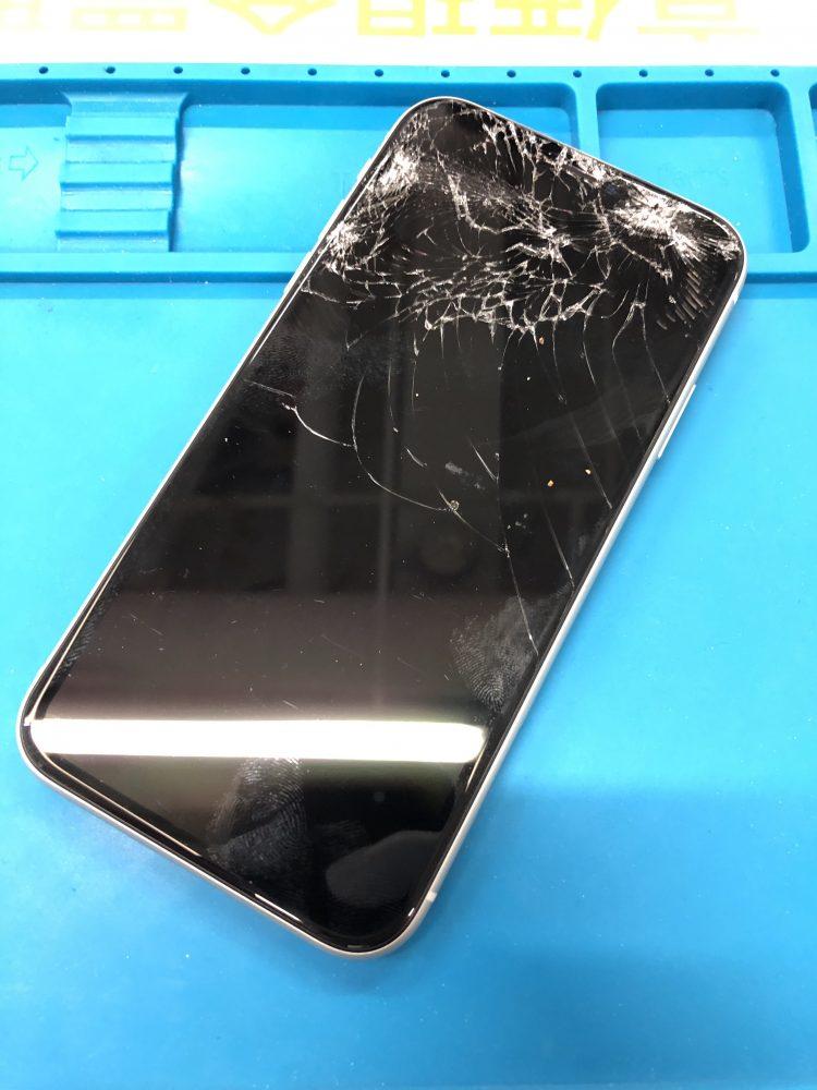 iPhone11 画面割れ 修理前