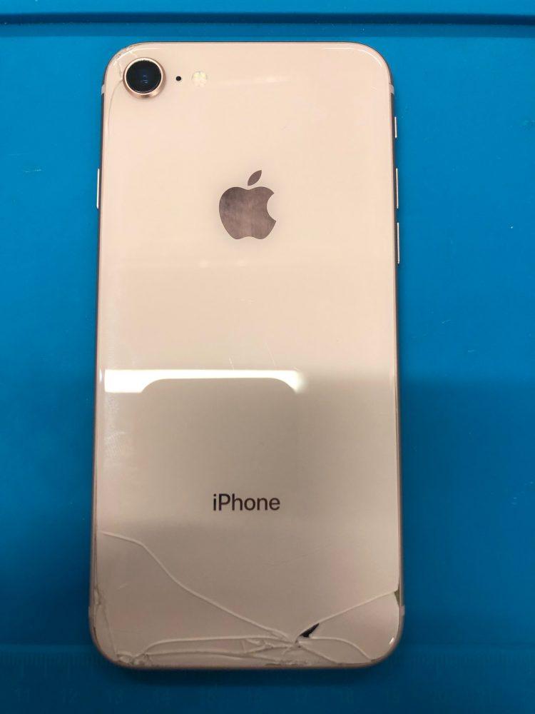 iPhone8 背面割れ