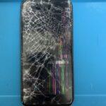 iPhone8Plusの画面が割れて液もれしてしまった!スマップル札幌駅店なら最短30分で修理が可能です!